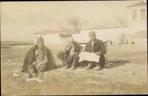 Foto Ak Bitola Monastir Mazedonien, Männer in mazedonischer Tracht