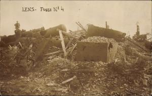 Foto Ak Lens Pas de Calais, Fosse No. 4, Zeche, Kriegszerstörungen, I. WK