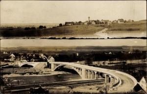 Foto Ak Kellmünz an der Iller, Blick über Felder zum Ort, Bahnschienen, Brücke