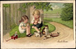 Künstler Ak Ebner, Pauli, Kinder spielen mit Hauskatzen