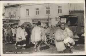 Ak Huszt Chust Ukraine, Marktplatz, Ungarische Volkstrachten