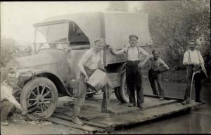 Foto Ak Deutsche Soldaten im Kaiserreich, Fähre mit Lastwagen EKK14, XI 1560