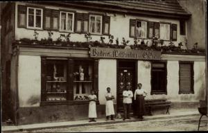 Foto Ak Ehingen an der Donau, Bäckerei B. Brauer, Familie, Gruppenbild