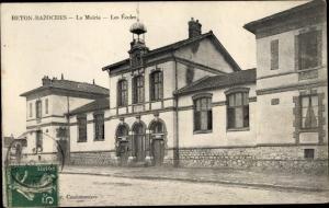 Ak Beton Bazoches Seine et Marne, La Mairie, Les Écoles, vue de face, porte principale