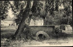 Ak Saint Symphorien Deux Sèvres, Chateau de Lens, Entree de la Ferme