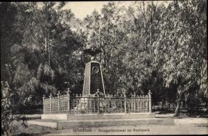 Ak Windhoek Windhuk Namibia Deutsch Südwestafrika, Kriegerdenkmal im Stadtpark