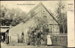 Ak Kloster Lehnin in der Mark, An der alten Klostermauer