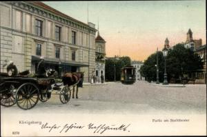 Ak Kaliningrad Königsberg Ostpreußen, Partie am Stadttheater, Straßenbahn, Kutsche