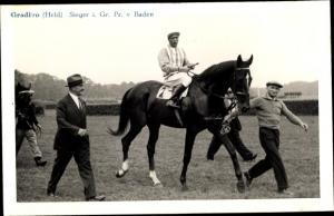 Ak Rennpferd Gradivo, Jockey Held, Sieger im Großen Preis von Baden