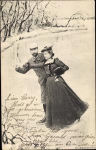 Ak Paar beim Schlittschuhlaufen, Gefrorener See