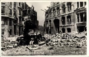 Foto Ak Hamburg Mitte Altstadt, Bei der Katharinenkirche, Straße in Trümmern, Kriegszerstörung 1944