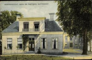 Ak Sappemeer Groningen Niederlande, Dorpsgezicht, Kerk en Pastorie