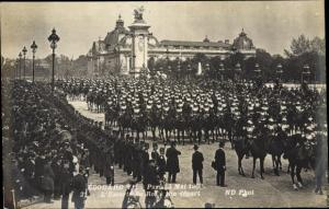 Ak König Eduard VII. von England, King Edward VII., visite a Paris en 1908, Escorte a son depart
