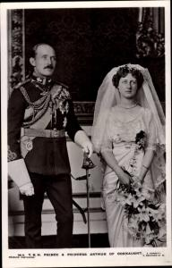 Ak Prince and Princess Arthur of Connaught, Portrait, Uniform, Wedding