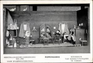 Ak Poppenkamer, Kinderhuis van Hasselt Paviljoen te Vorden, Puppen in niederländischer Tracht