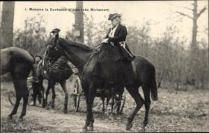 Ak Rambouillet Yvelines, Chasse Courree, Madame la Duchess d'Uzes,Cheval