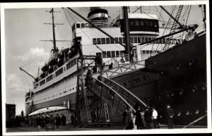 Ak Dampfschiff Hamburg, HAPAG, Einschiffung der Passagiere
