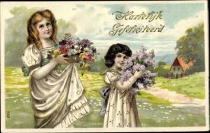 Präge Litho Glückwunsch Geburtstag, Zwei Mädchen mit Blumen