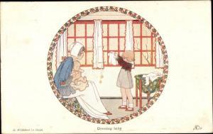 Künstler Ak Willebeek Le Maire, H., Dressing Baby, Little People
