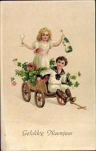 Präge Ak Glückwunsch Neujahr, Kinder mit Handwagen, Klee, Sekt