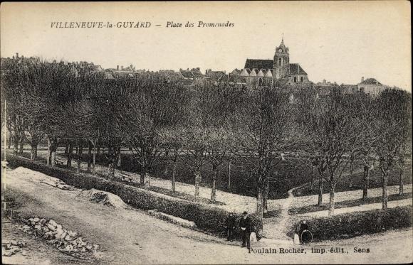 Ak Villeneuve la Guyard Yonne, Place des Promenades 0