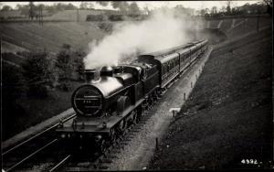 Ak Britische Eisenbahn, Lokomotive 716, Down Leeds Bradford, leaving Elstree Tunnel