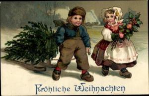 Präge Ak Frohe Weihnachten, Kinder ziehen Tannenbaum auf Schlitten, Stechpalme