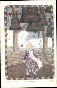 Künstler Ak Willebeek Le Mair, H., In the Belfry, Little People, Mädchen, Glockenstuhl
