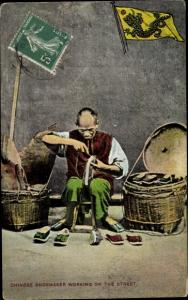 Ak Chinese Shoemaker working on the street, Schuhmacher, Chinese