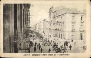 Ak Tarent Taranto Puglia, Compagnie di sbarro passano per il Corso Umberto
