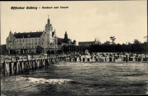 Ak Kołobrzeg Kolberg Pommern, Kurhaus, Strand