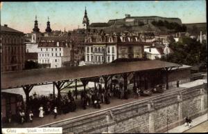 Ak Kłodzko Glatz Schlesien, Bahnhof, Bahnsteig, Blick auf den Ort