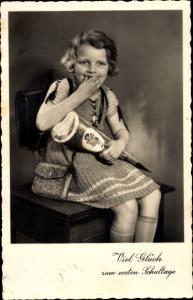 Ak Glückwunsch Einschulung, Mädchen mit Zuckertüte, BNK 31574 2