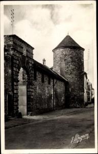 Ak Nangis Seine et Marne, Porte et Tourelle de la ferme de l'ancien chateau du Marquis de Nangis