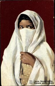 Ak Jeune femme arabe, verschleierte Araberin, Maghreb