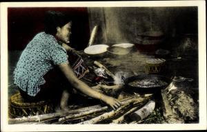 Ak Xieng Khouang Laos, Jeune Laotienne faisant la cuisine