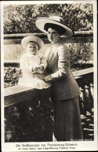Ak Großherzogin von Mecklenburg Schwerin mit Erbgroßherzog Friedrich Franz, NPG 4424