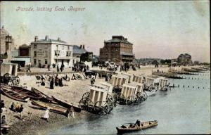 Ak Bersted Bognor Regis South East England, Parade, Partie am Strand, Ruderboot