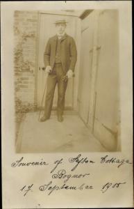 Foto Ak Bognor Regis South East England, Mann mit Anzug und Gehstock