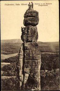 Ak Königstein an der Elbe Sächsische Schweiz, Pfaffenstein, Kletterer an der Barbarine,Jungfernstein