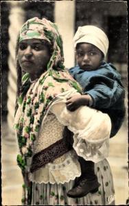 Ak Scenes et Types, Mauresque et son enfant, Frau mit Kind, Maghreb