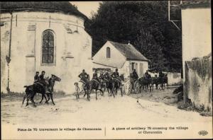 Ak Chauconin-Neufmontiers Seine et Marne, Piece de 75 traversant la village