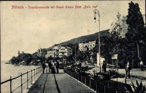 Ak Opatija Abbazia Kroatien, Strandpromenade mit Grand Palace Hotel Belle vue