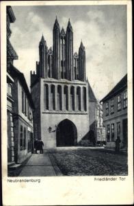 Ak Neubrandenburg in Mecklenburg, Friedländer Tor