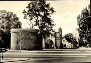 Ak Neubrandenburg in Mecklenburg, Mittelalterliche Wehranlage, Friedländer Tor, Zingel