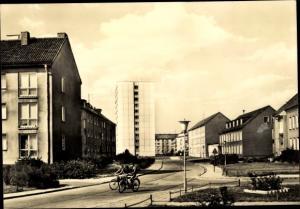 Ak Neubrandenburg in Mecklenburg, Geschwister Scholl Straße, Hochhaus, Kindergarten Friedrich Fröbel
