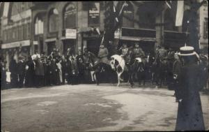 Foto Ak Wiesbaden in Hessen ?, Kaiser Wilhelm II. von Preußen ?, Parade