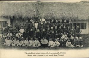 Ak Tonkin Vietnam, Pretre tonkinois, missionnaires et fanfare paroissiale