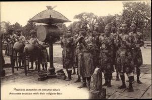 Ak Vietnam, Musiciens annamites en costumes rituels, Annamese musician with their religious dress