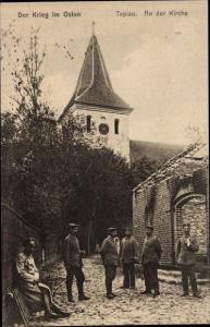 Ak Tapiau Russland, Soldaten an der Kirche